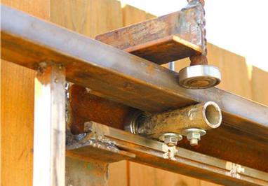 Удобство регулировки верхних роликов откатных ворот 2